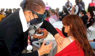 Continúa vacunación contra Covi-19 de maestros en Ixtapaluca