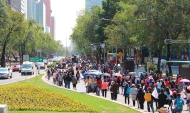 Marchan más de 3 mil estudiantes exigiendo un regreso a clases seguro