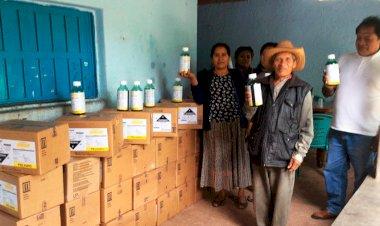 Agradecen campesinos de Chilapa herbicidas gestionados por Antorcha
