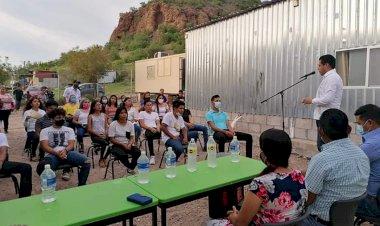 Celebran estudiantes graduación en telebachillerato Humberto Gutiérrez