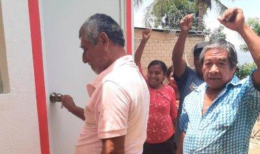 """Reciben """"Un cuarto más"""" colonos antorchistas de Acapulco"""