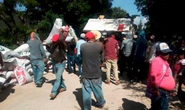 Reciben fertilizante campesinos antorchistas de Chilapa de Álvarez