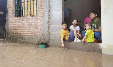 Negligencia de la 4T deja comunidades bajo el agua