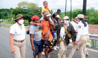 Trato inhumano de la 4T a migrantes en México