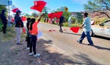 Mixtecos denuncian falta de obra y servicios públicos en Oaxaca