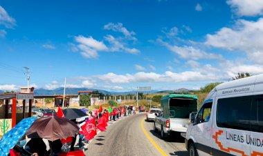 Por negligencia del Gobierno Estatal ante carencias sociales, se manifiestan en Miahuatlán
