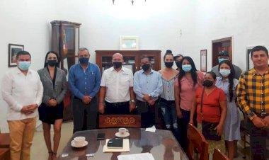 Alcalde de Comala recibe a antorchistas